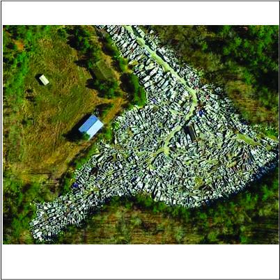 Leilão de lanchas nos Estados Unidos bomba tanto que armazém parece um cemitério náutico